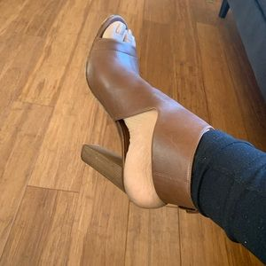 Gorgeous leather brown Vince heels